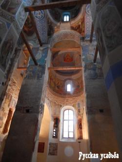 Внутреннее убранство Рождественского собора. Фото Писанова C.