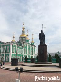Памятник святителю Питириму на Соборной площади. Тамбов