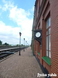 Часы на здании вокзала, показывающие время смерти писателя.