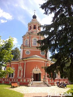 Спасская церковь в усадьбе Уборы